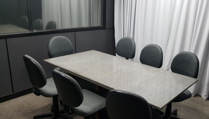 Meeting room for market research interviews. Seats 6 participants and one moderator. Also ideal for in-depth-interivews FGI IDI
