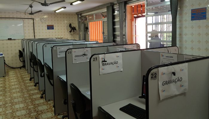 48 telephone and computer stations for CATI calling quantitative market research 100% recording